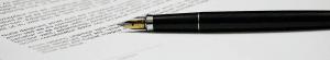 Feuille de papier avec stylo à plume