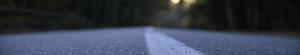 Zoom sur une route avec flou